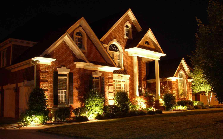 Заливающая подсветка дома